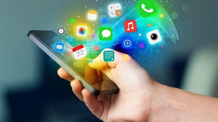 Эксперт назвал приложения, которые надо регулярно удалять со смартфона