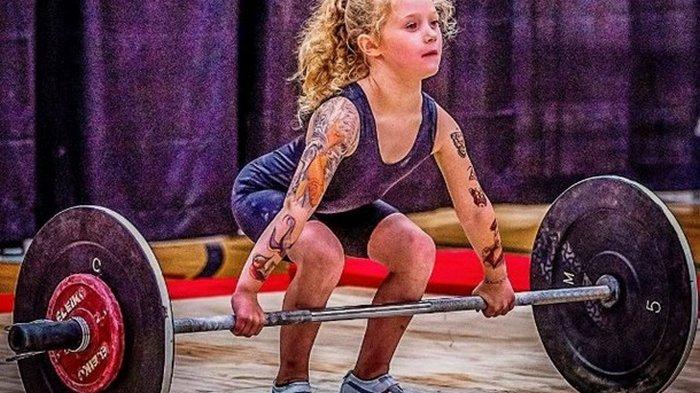 Семилетняя канадка поднимает штангу до 80 кг (видео)