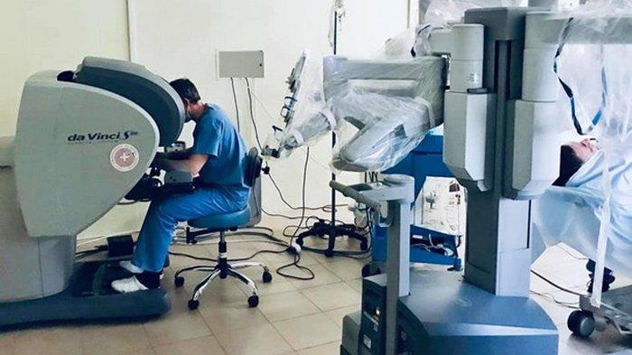 Во Львове робот впервые сделал операцию пациенту (фото)