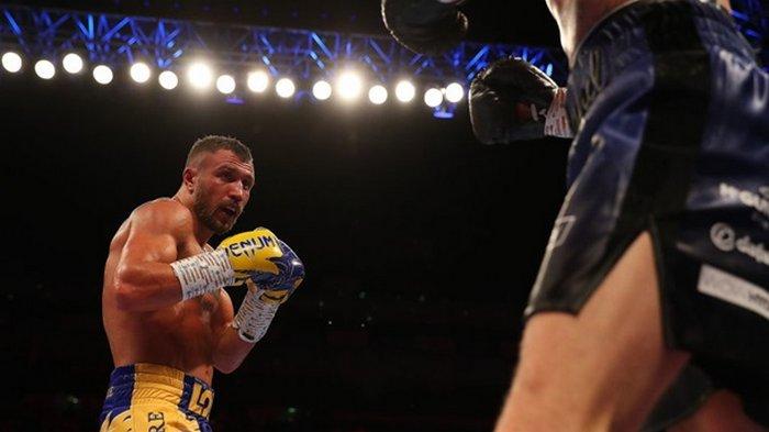 Ломаченко объяснил, почему решил боксировать с Лопесом с травмой