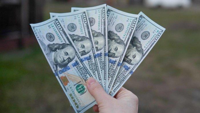 Курсы валют на 24 декабря: евро на максимуме за три года