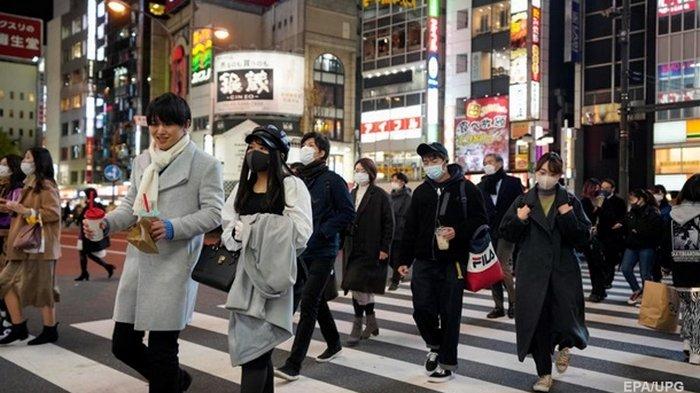 Япония закрывает границы из-за нового штамма COVID