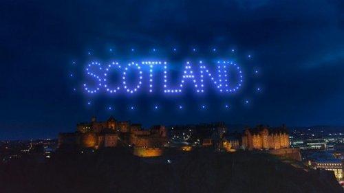 В Шотландии вместо фейерверков провели шоу дронов (видео)