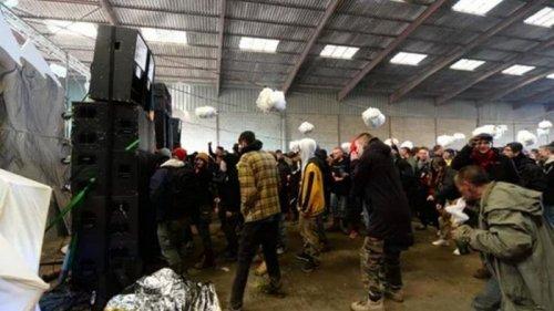 Во Франции при разгоне многотысячной вечеринки пострадали копы