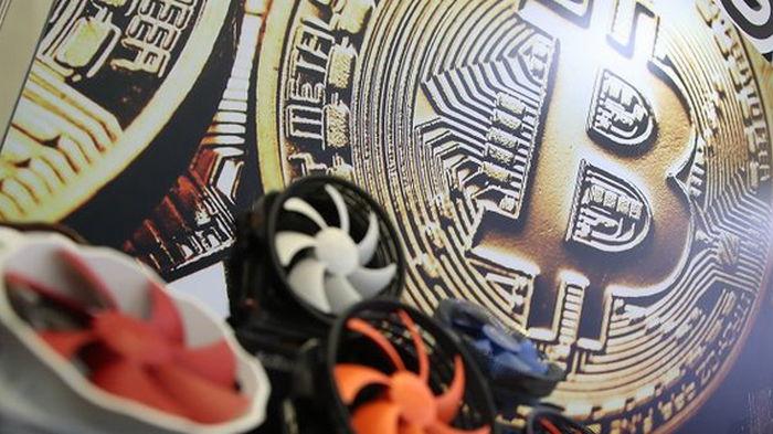 Bitcoin впервые достиг $40 000 и обвалился