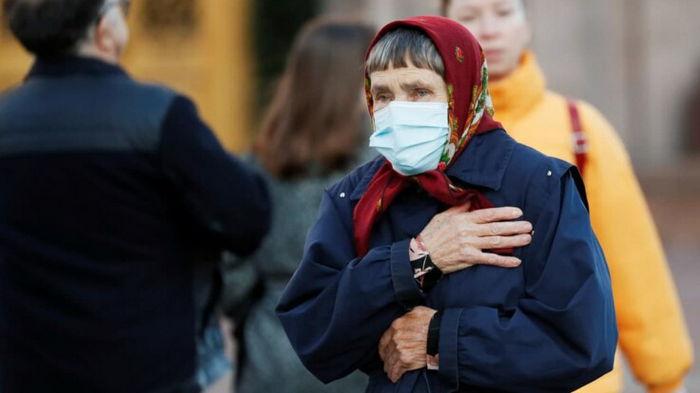 Врач рассказал, когда украинцам ждать третьей волны коронавируса