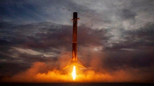 SpaceX запустила ракету-носитель с турецким спутником связи