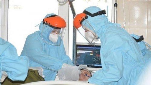 В Украине почти восемь тысяч новых COVID-больных