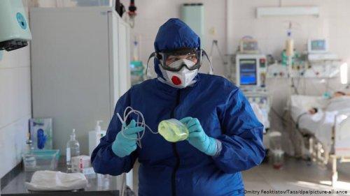 Лечение тяжелых больных COVID-19 плазмой крови переболевших почти бесп...