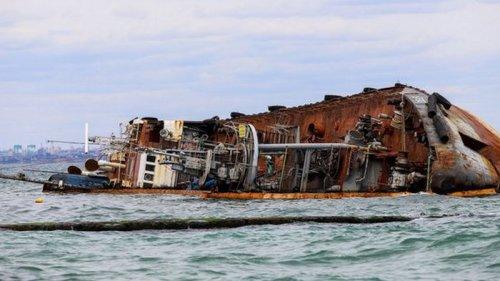 Украина хочет отсудить затонувший танкер Delfi у компании-владельца