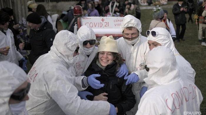 В Украине менее 5000 случаев коронавируса за сутки