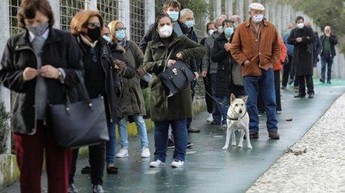 Коронавирус выявлен более чем у 100 млн человек в мире