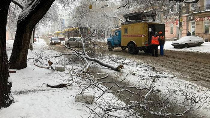 В Украине выпало более метра снега (видео)