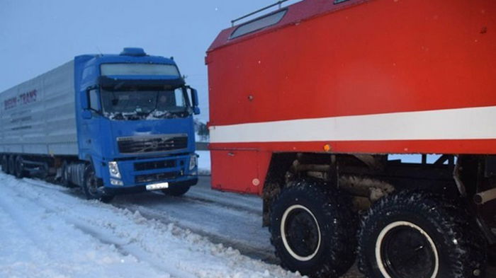 В двух областях ограничено движение фур из-за снегопада