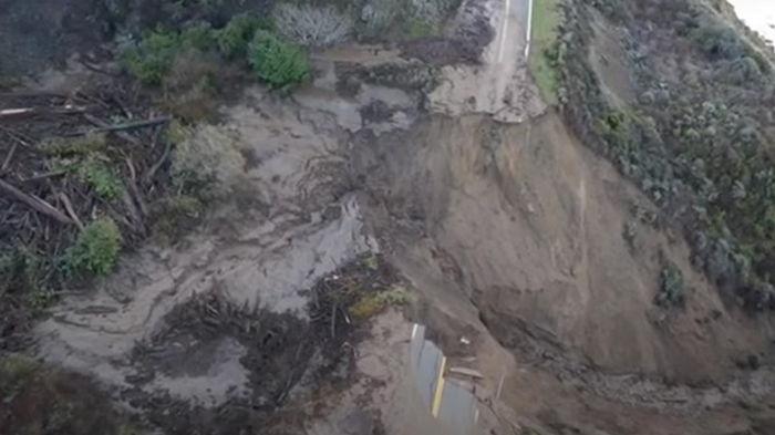 В США дорогу смыло в океан (видео)