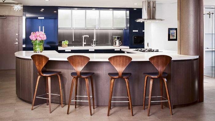 Что стоит знать про деревянные барные стулья?