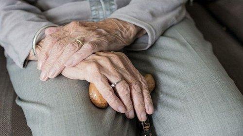 В Украине у более 300 домов престарелых проблемы с регистрацией