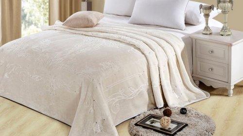 Как подобрать мягкий плед для спальни