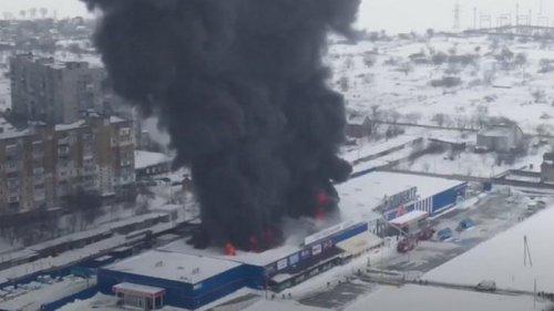 Пожар в ТЦ Первомайска показали с высоты полета (видео)