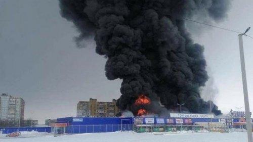ТЦ в Первомайске подожгли, есть пострадавшие