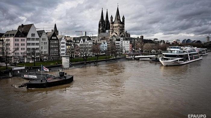 Наводнение в Германии: Рейн вышел из берегов (фото)