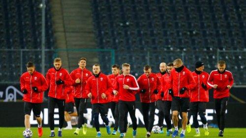 Футболисты Беларуси будут служить в армии: Спортсмен должен выходить на поле воином