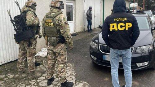 На Закарпатье восемь таможенников обвинили в махинациях