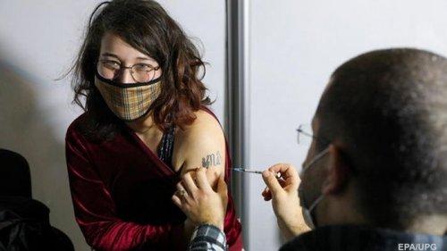 Несколько стран ЕС перепродадут Украине излишки COVID-вакцин