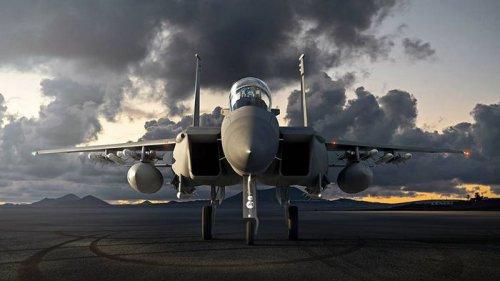 Самый смертоносный и живучий самолет: Испытатель о новом истребителе ВВС США – видео