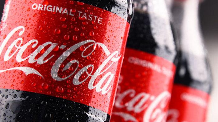Coca-Cola переходит на бутылки нового размера из полностью переработанного пластика