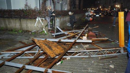 В Турции ураган топил лодки и сносил крыши с домов