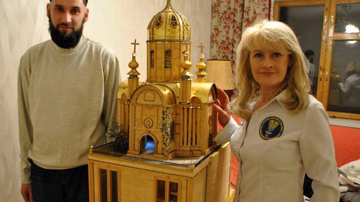 Харьковчанин 22 года мастерил уникальный макет храма высотой больше метра