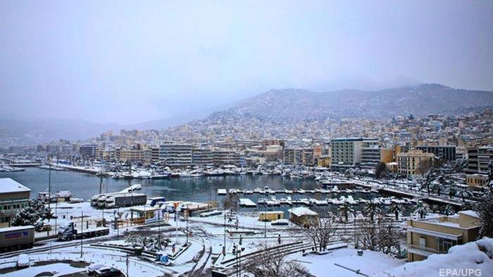 В Афинах снегопад помешал вакцинации от COVID-19