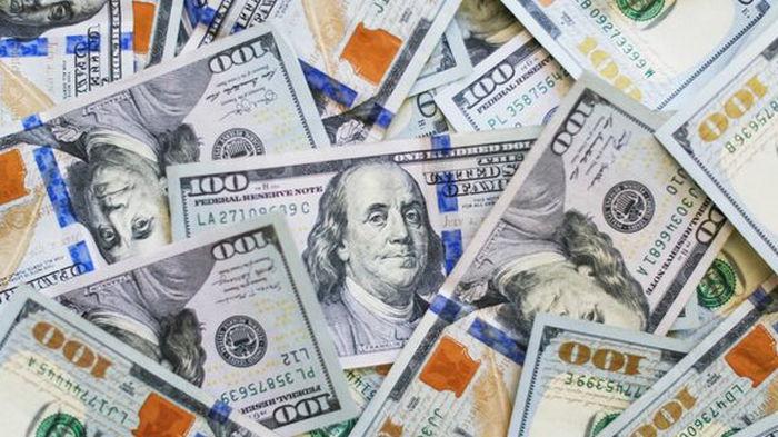 Доллар подешевел, евро подорожал. Итоги торгов на межбанке