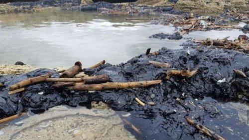 Тонны нефтепродуктов загрязнили побережье Израиля (видео)