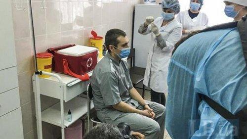 В Украине сделали первую прививку от коронавируса