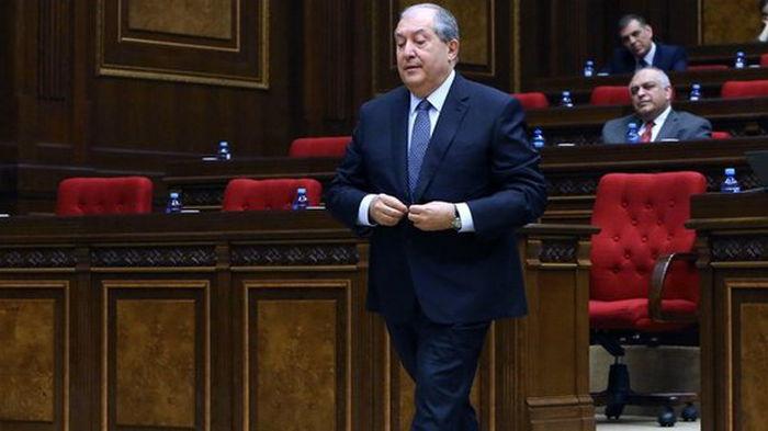 Попытка военного переворота в Армении. Президент отказался увольнять главу Генштаба