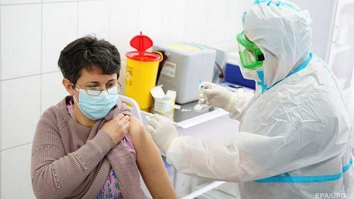 МОЗ назвал число вакцинированных за второй день