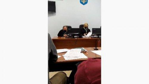 В Чернигове судья заснул во время заседания (видео)