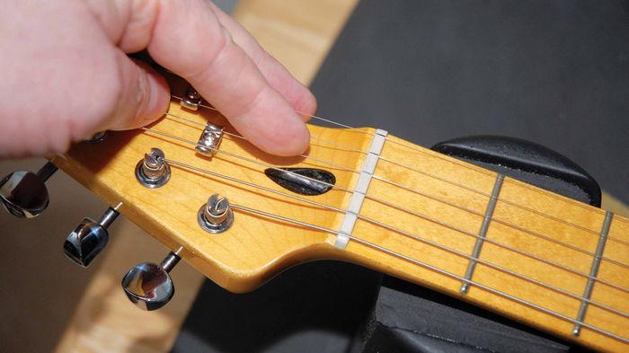 Как ухаживать за электрогитарой: рекомендации от специалистов магазина ColorSound