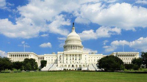 Усиливают безопасность: полиция США готовится ко второму штурму Капитолия
