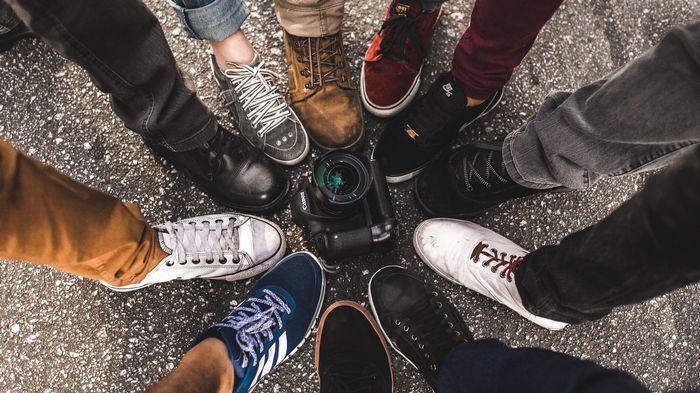 Где выбрать мужские кроссовки и кеды на каждый день?