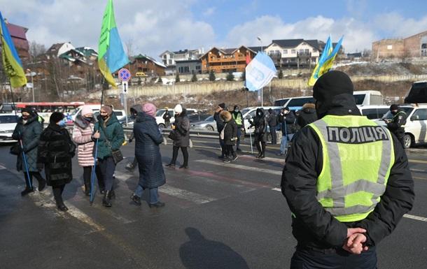 Протестующие заблокировали курорт Буковель (видео)