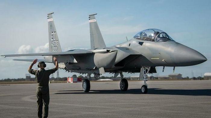 В США испытывают новый истребитель F-15EX (видео)