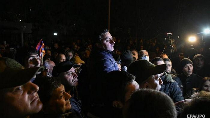 В Армении оппозиция заблокировала парламент