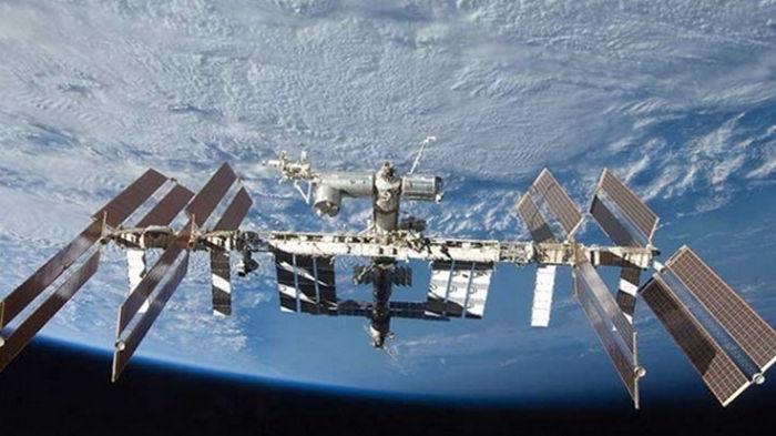 На МКС продолжается утечка воздуха после заделки трещин