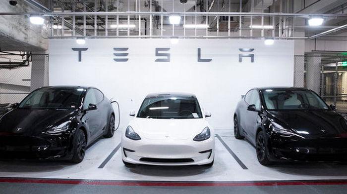Китайским военным и чиновникам запретили ездить на Tesla на работу