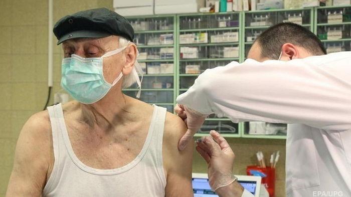 В Черновицкой области начали вакцинировать людей старше 80 лет