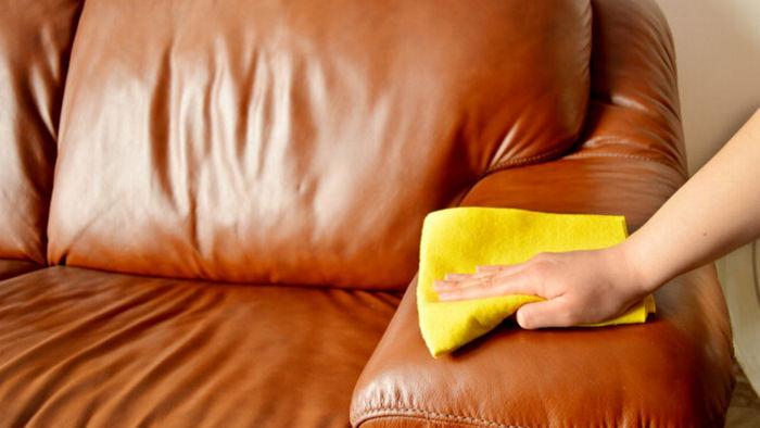 Как чистить кожаный диван: доступные лайфхаки