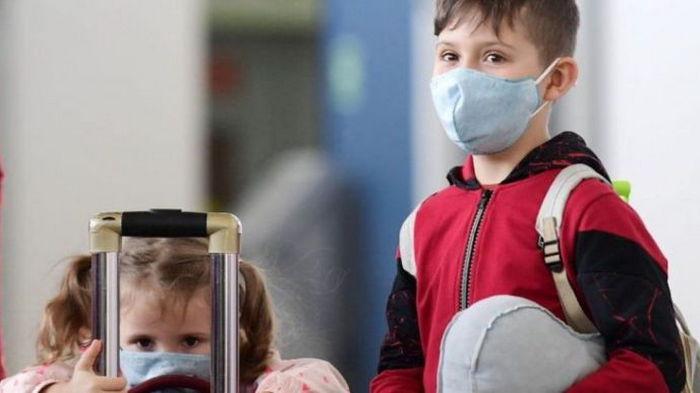 Заболеваемость COVID-19 среди детей увеличилась вдвое: во Франции бьют тревогу